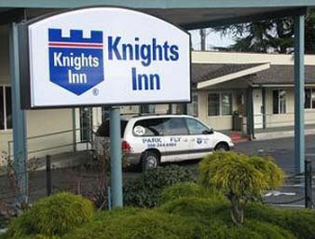 Hotel with Parking Facility Knights Inn, WA 98168